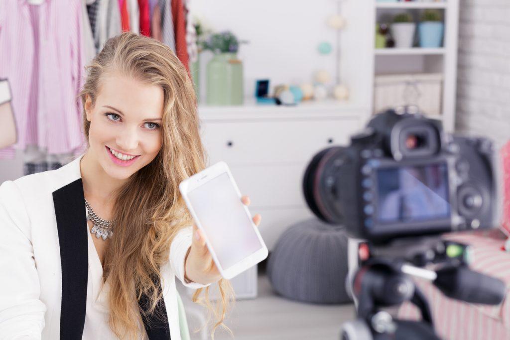 Visually engaging content   Superstar on social media